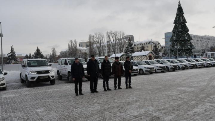 В районные больницы Самарской области передали новые автомобили