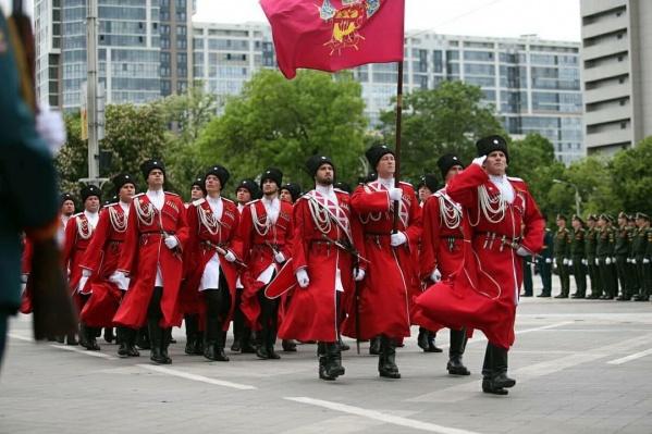 В краснодарском параде ежегодно принимают участие казаки