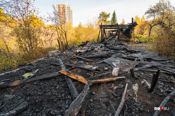 """Площадь пожара, по словам спасателей, составила <nobr class=""""_"""">25 кв. м</nobr>"""