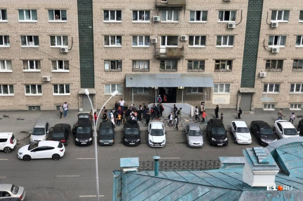 Потасовка произошла возле здания областного полицейского главка