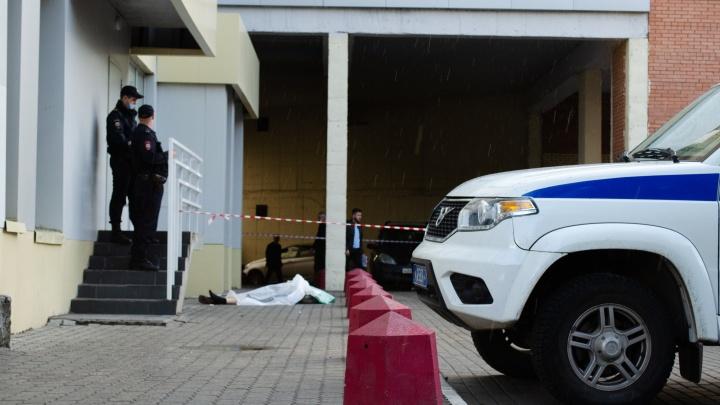 При падении с 25 этажа ЖК «Империал» погиб архангелогородец — фото с места происшествия