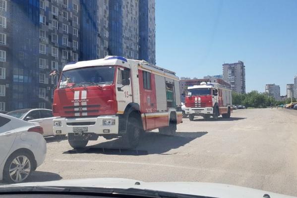 Пожарные машины и автовышки напугали многих горожан