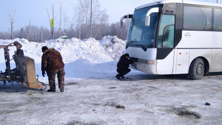 В Новосибирской области автобус с 45 пассажирами из Шерегеша сломался в 30-градусный мороз