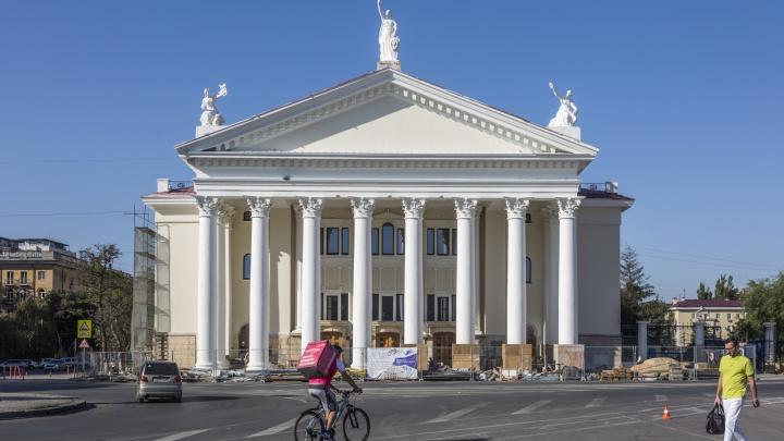 «Расцветка как у провинциального Дома офицеров»: в Волгограде окончательно покрасили фасад НЭТа
