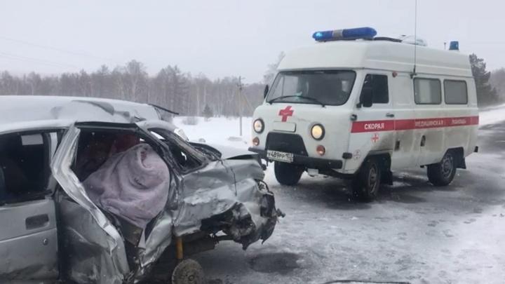 В Башкирии в ДТП с ВАЗ-21102 и «УАЗ-Патриот» погибла девушка и пострадал двухлетний ребенок