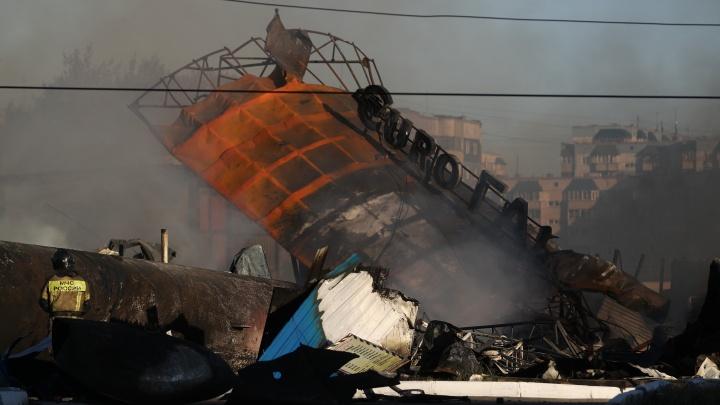 Пожар на ГБШ потушили, хотя кое-где еще тлеет