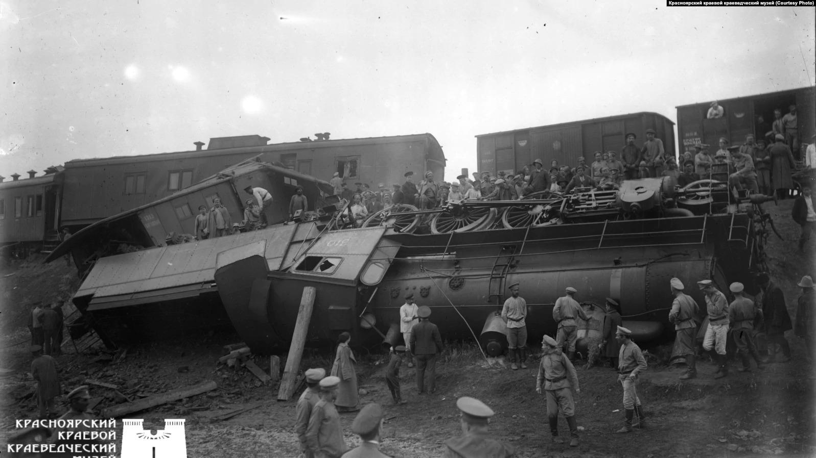 Людвиг снимал и происшествия. Например, крушение поезда под Красноярском в 1917 году