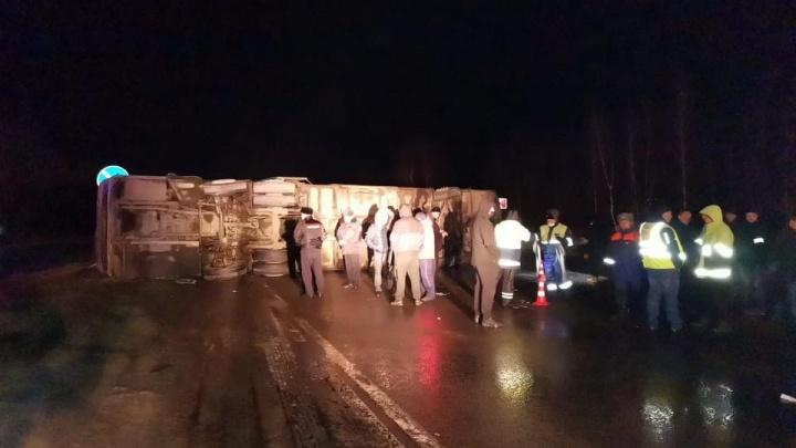На трассе в Рязанской области опрокинулся рейсовый автобус: пострадали 17человек