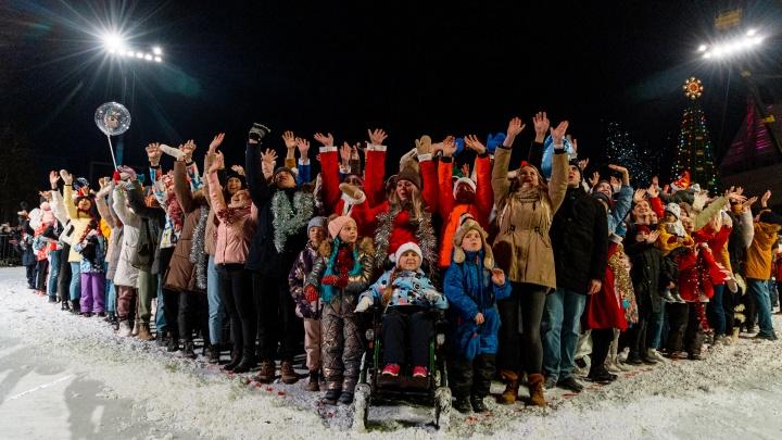 Очередь через всю площадь: как снимали эпизод «Ёлок» в Красноярске
