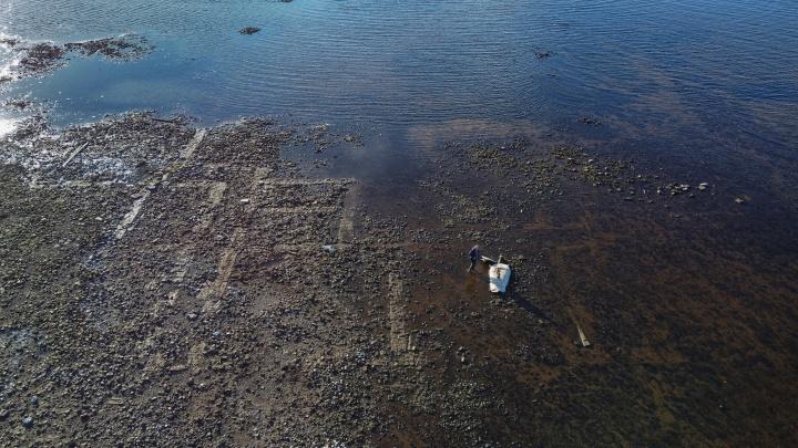 «Из бездны»: фотограф опубликовала снимки показавшейся над водой затопленной Мологи