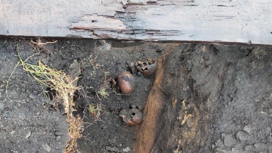 Следственный комитет начал проверку после вскрытия массового захоронения в центре Челябинска