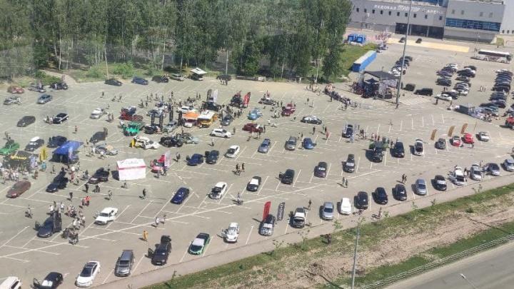 «Ужасно болит голова!»: челябинцев возмутил чемпионат России по автозвуку под окнами жилых высоток