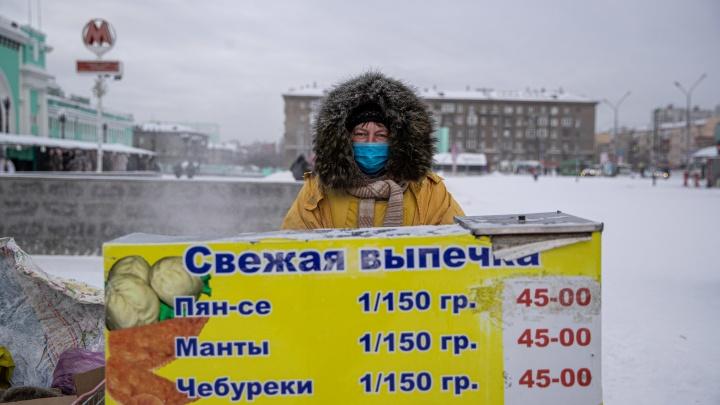 «Минус 22 — какой же это мороз?» Как справляются с холодами уличные торговцы в Новосибирске — репортаж