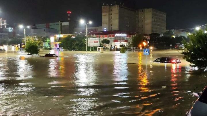 Новороссийск утонул: ночью циклон обрушился еще на один город. Фото и видео