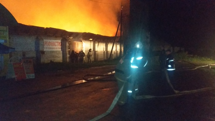 Ночью во время сильной грозы в Челябинской области вспыхнули склады