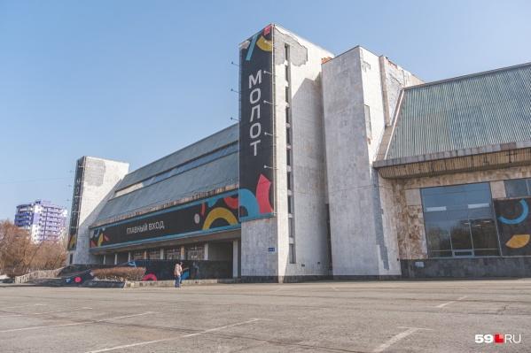 Дворец спорта находится по адресу Лебедева, 13