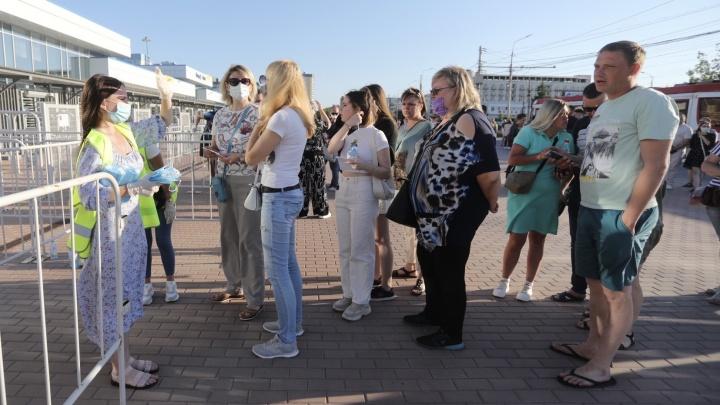 В Волгограде на концерте «Руки Вверх!» зрителям пообещали устроить социальную дистанцию