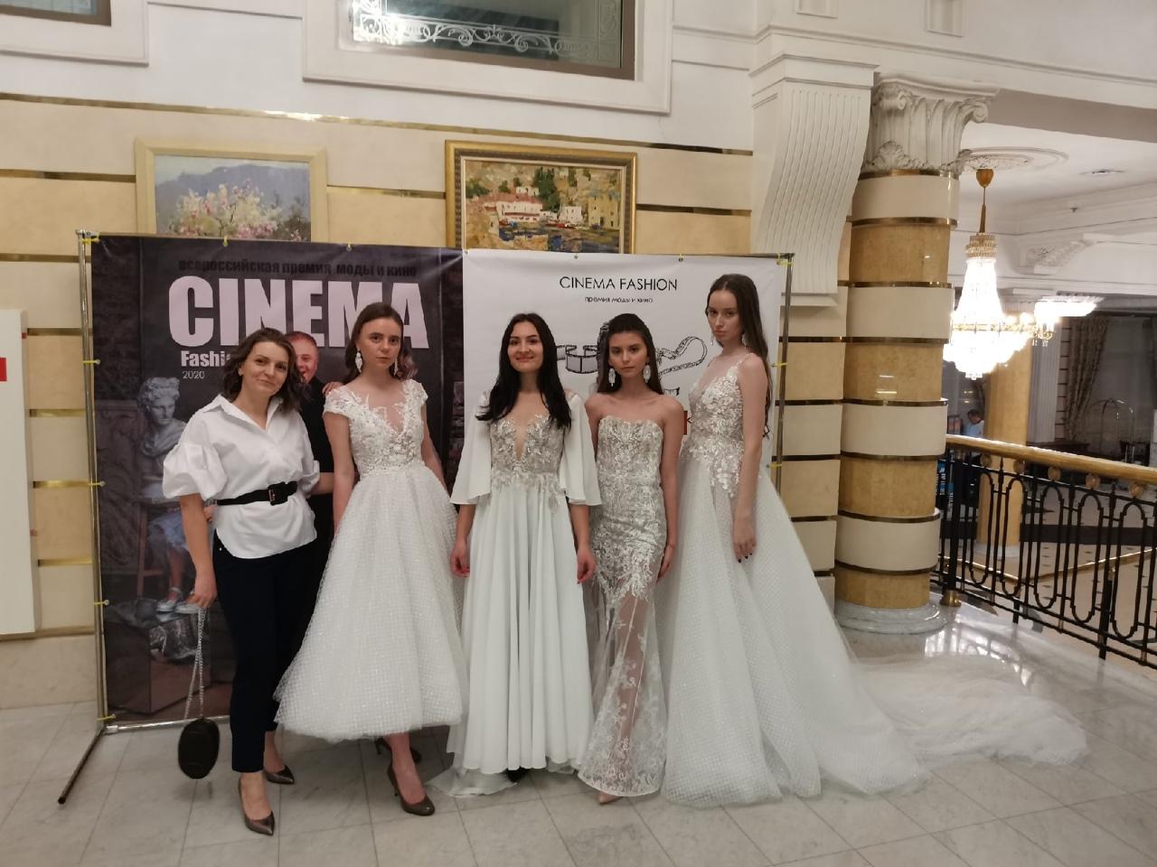Это фото сделано после конкурса «Кутюр по-русски», где Танзиля (слева) заняла третье место в своей номинации