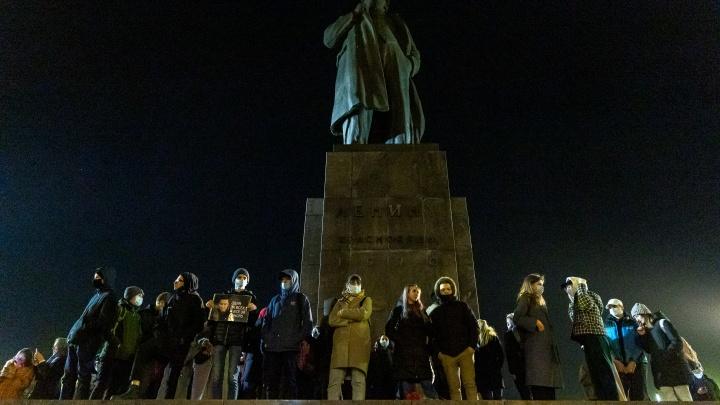 Прогулка под присмотром — главные фото с акции протеста за Навального в Красноярске