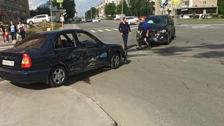 «Пострадали двое моих детей»: женщина-водитель Mitsubishi разыскивает очевидцев ДТП на Уралмаше
