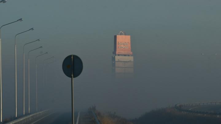 Можно ли не вести детей в школу из-за смога? Отвечают в мэрии Екатеринбурга