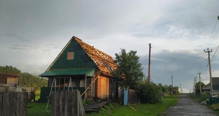 В Кузбассе прошел сильный ураган: называем причины и показываем последствия
