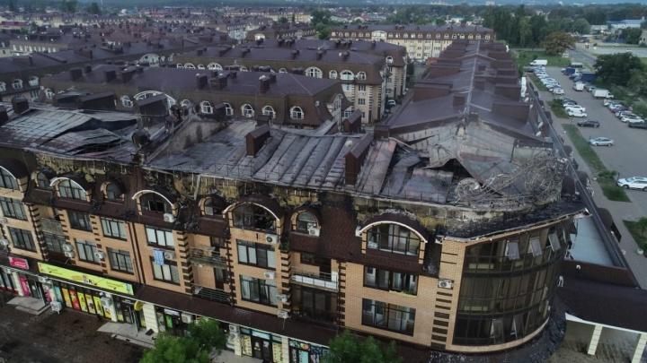 При пожаре в многоэтажке в Горячем Ключе погиб пожарный