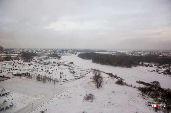 Спасатели предупреждают, что выходить на лед сейчас опасно