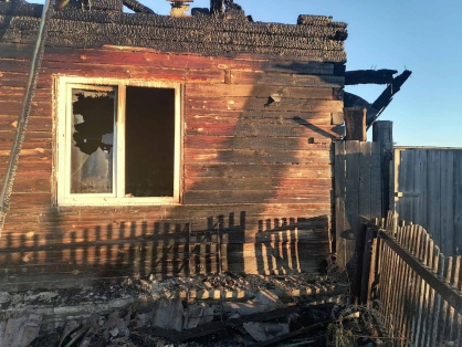 Жительница Зауралья подожгла дом отчима после пьяной ссоры. Мужчина погиб в огне