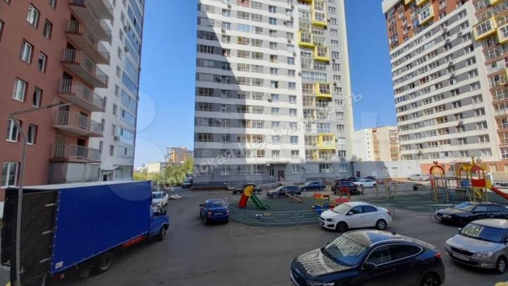 В Уфе с 19-го этажа новостройки выпала женщина