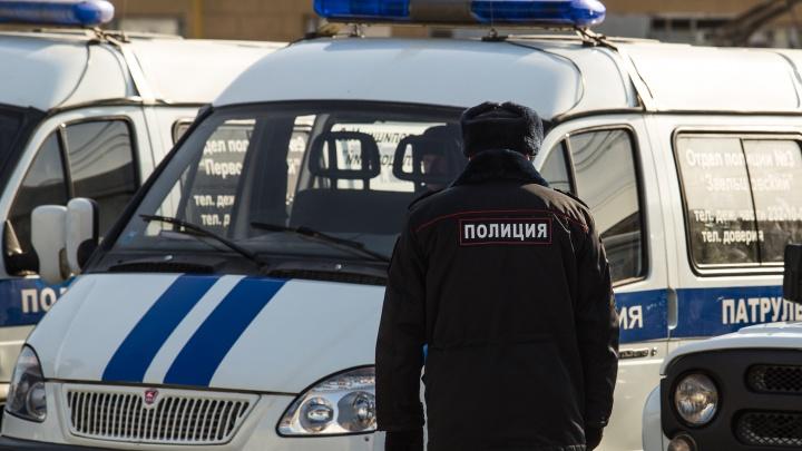 В НСО двое мужчин пришли с битой в отдел полиции и стали угрожать сотрудникам