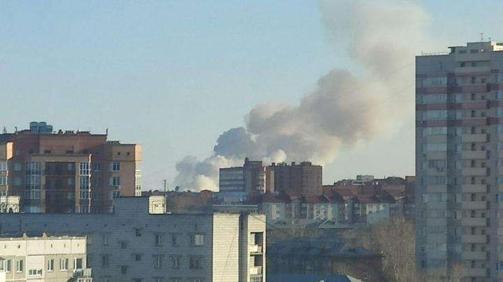 На границе Кировского района поднялся огромный столб дыма — объясняем, что произошло