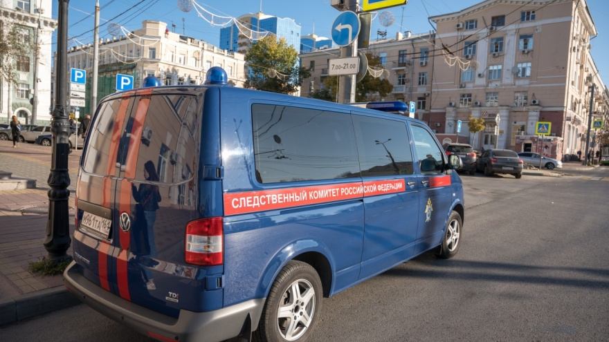 В Ростове мужчина выпал из окна и погиб