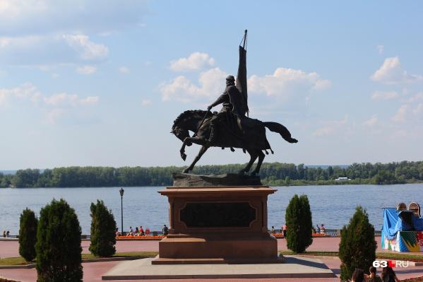 Традиция возложения цветов к памятнику Засекину, скорее всего, в День города останется неизменной. Несмотря на коронавирус