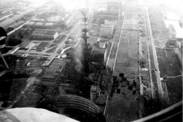 Вид на реактор, снятый с вертолета ликвидаторов Юрия Яковлева и Владимира Балахонова