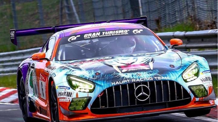 Уральский художник «разрисовал» автомобиль Mercedes-AMG для крупнейшей гонки Европы
