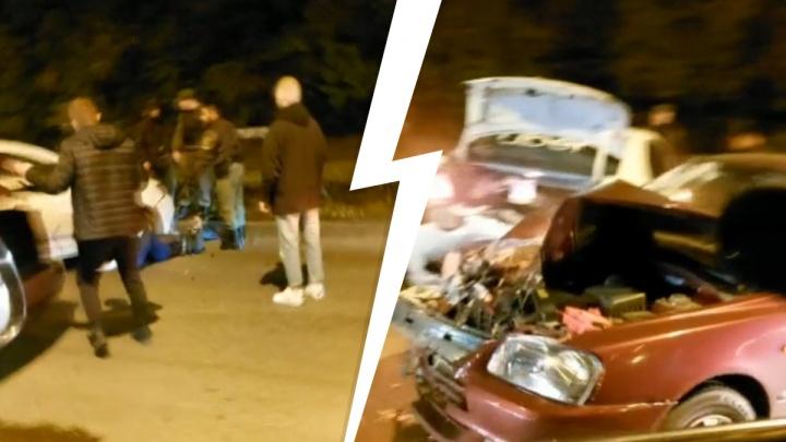 У таксиста кончился бензин, он стоял на дороге: подробности от ГИБДД о том, как наехали на человека на 8 Марта