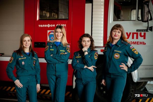 Эти девушки, которым, казалось бы, место на обложке журнала, помогают спасать мир. И у каждой своя суперсила. Кто-то благодаря острому уму выясняет, кто виноват в крупном пожаре. Кто-то спасает раненых