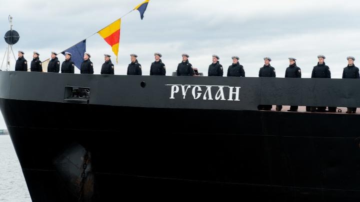 Прямо с корабля смотрели военно-морской парад в Архангельске: такие фото удалось нам снять вблизи
