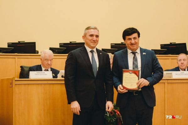 Депутат областной думы Владимир Майер (справа на фото) — член фракции «Единой России»