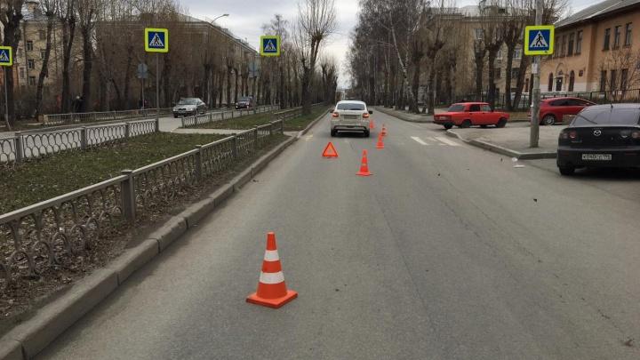 Надеялся, что успеет проехать: в Екатеринбурге водитель Lada Granta сбил ребенка на «зебре»