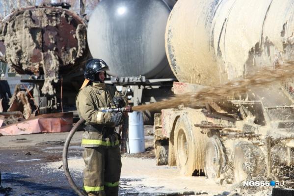 На пожаре работали 40 сотрудников МЧС