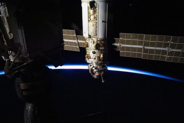 МКС на небе будет выглядеть ярко светящейся точкой