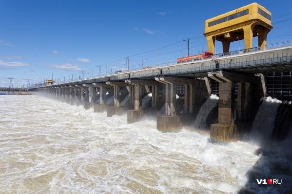 Волжская ГЭС увеличит сбросы воды до 25 тысяч кубометров в секунду
