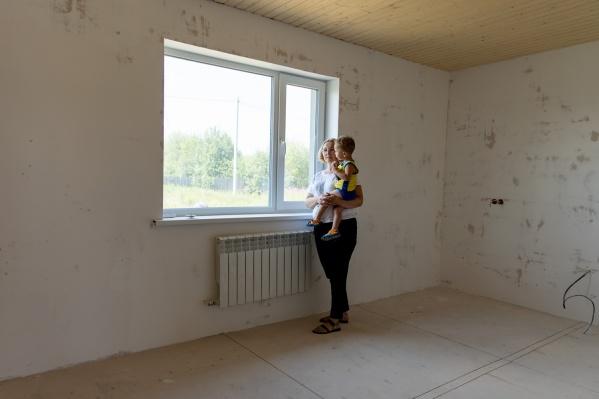 Юлия Уткина начинала возводить новый дом с дочерью, но стройка встала после смерти Полины