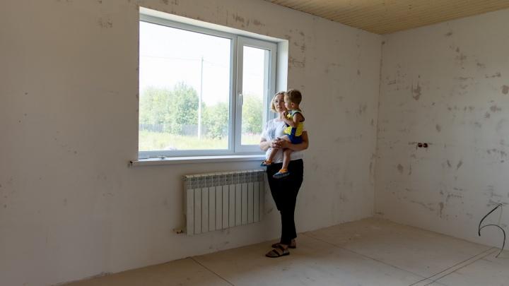 Уральский бизнесмен помог достроить дом семье девушки, которую застрелили на вписке на Уралмаше