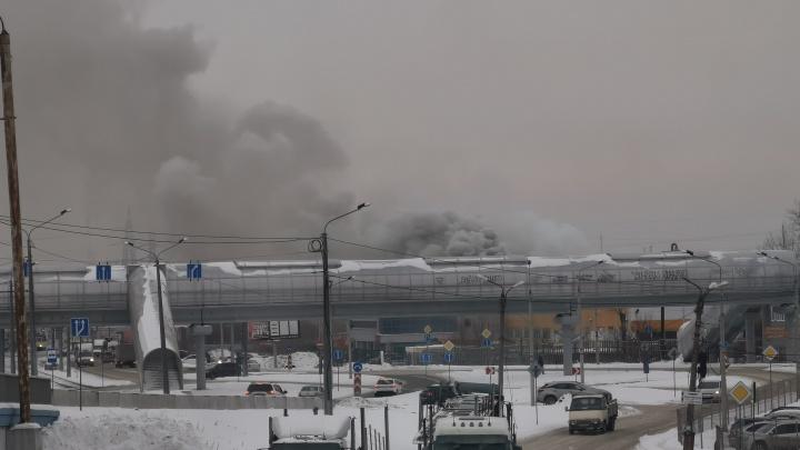 В промзоне на Свердловском тракте в Челябинске произошел крупный пожар