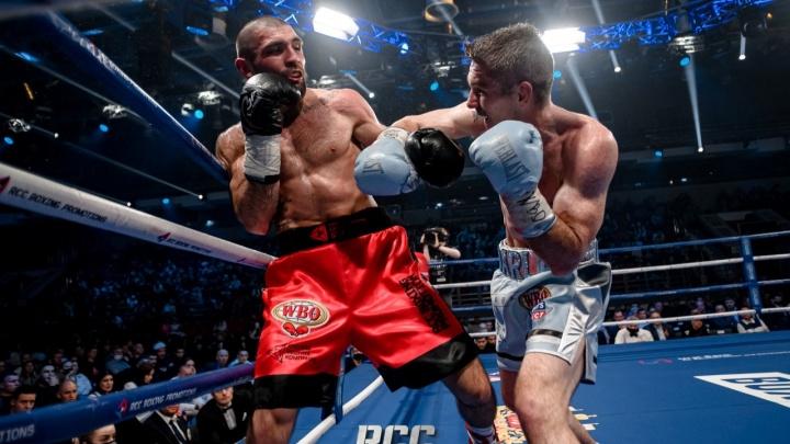Магомед Курбанов одержал сенсационную победу над Смитом в поединке за титул WBO International в Екатеринбурге
