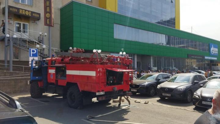 В Уфе из-за пожара 150 человек эвакуировали из бизнес-центра «Маяк»