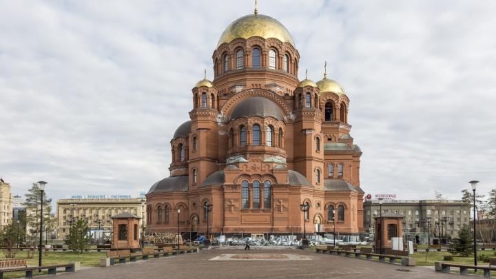 Виновата только соль: в Волгограде собор Александра Невского вновь покрылся грязно-белым налетом